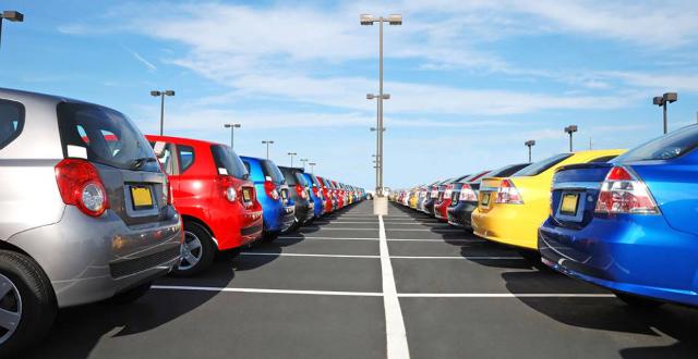 Para ahorrar en combustible y tiempo es mejor aparcar en el primer sitio que veas y no dar mil vueltas